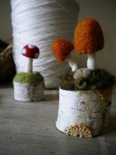 birch bark stand with cute felted mushrooms to stick pins in.I want to learn to felt! Felt Diy, Felt Crafts, Diy Crafts, Needle Felted, Wet Felting, Felt Mushroom, Waldorf Crafts, Felt Dolls, Felt Animals