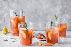 Try Peach and rosemary iced tea by FOOBY now. Or discover other delicious recipes from our category Drinks. Cooking With Kids, Cooking Time, Home Made Ice Tea, Summer Recipes, New Recipes, Earl Grey Tee, Peach Syrup, Iced Tea Recipes, Peach Slices