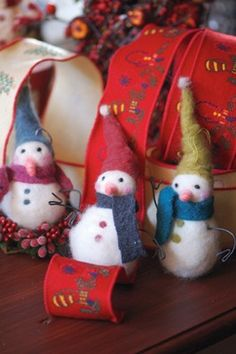 Needle Felted Snowmen. Craft Ideas free pattern #wintercraft #holidaycraft