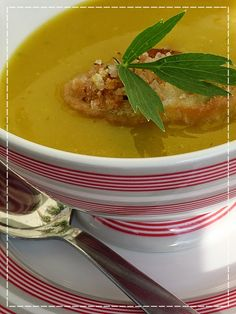 Kouzlo mého domova: Dýňová polévka s česnekovo-bylinkovými krutonky Thai Red Curry, Baking, Ethnic Recipes, Food, Bakken, Essen, Meals, Backen, Yemek