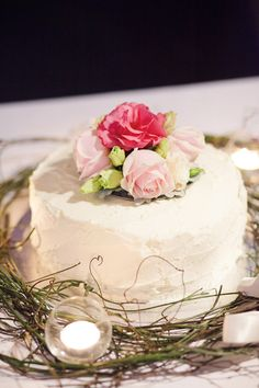 Keep it simple with a single tier wedding cake in butter cream and fresh pink flowers. Simple and beautiful.