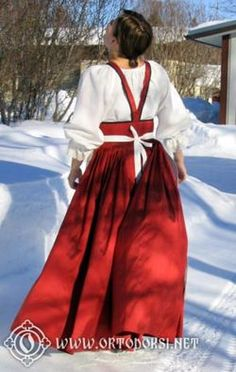 feresi - eastern Finland has got some russian influence on their national dresses. Folk Costume, Costumes, Ethnic Outfits, Historical Clothing, Traditional Dresses, Handicraft, Finland, Kimono, Culture