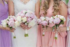 Wedding group portraits #bridalportrait #weddingflowers #peonies #weddingdress #weddingbouquet #bride #bridesmaids #oudoor #wedding #helsingborg #portraits #weddingparty #elegant  #vikingsbergsparken #ögonblick #lifestyle #realwedding #romantic #brideandgroom #swedishwedding #photographer #naturallight #porträtt #kullafoto #annalauridsen #bröllop #bröllopsfotograf #bryllup #bryllupsfotograf Bröllop Helsingborg Skåne [Photo by Anna Lauridsen Kullafoto]
