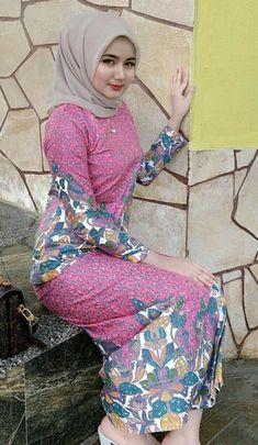 Beautiful Hijab Girl, Beautiful Muslim Women, Arabian Beauty Women, Kebaya Muslim, Kebaya Hijab, Teen Girl Poses, Muslim Beauty, Hijab Fashionista, Iranian Women