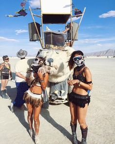 Can't Take Eyes Off These Burning Man Looks – Lupso Burning Man 2017, Burning Man Girls, Burning Man Art, Burning Man Outfits, Festival Looks, Edm Festival, Festival Style, Music Festival Outfits, Costume Ideas