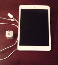 Apple iPad mini 64GB, Wi-Fi, 7.9in - White  Silver (Latest Model)