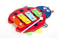 Xilófono infantil en forma de mariquita. Un divertido juguete musical, que invita al niño a explorar y desarrollar sus sentidos y habilidades. Producto realizado en madera con las teclas de metal. Edad: 12 meses. Material: Madera. Dimensiones: 22 cm. http://duldi.com/juegos-para-desarrollar-xilofono-mariquita.html
