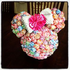 Minnie Mouse Birthday Party Ideas- centerpiece! Is this just foam balls glued together and suckers stuck in?