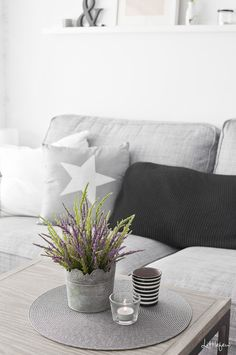 1410_littlefew_livingroom02.png 650×979 píxeles