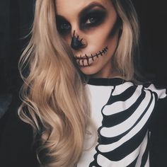 Maquiagens de Halloween - Acho Tendência Halloween is coming soon! Are you unsure which to use at parties? See these halloween makeup ideas to copy now! Via www. halloween, make Cool Halloween Makeup, Halloween Inspo, Halloween Looks, Halloween 2017, Halloween Outfits, Halloween Party, Pretty Skeleton Makeup, Spooky Halloween Costumes, Scarecrow Makeup