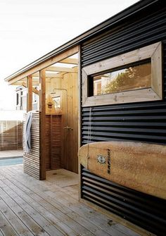 Surf shack with outdoor shower Surf Shack, Beach Shack, Outdoor Bathrooms, Outdoor Showers, Interior Minimalista, Beach Cottage Style, Beach Cottages, Exterior Design, House Tours