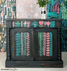 Lucy Tiffney transformed this dresser using Chalk Paint® by Annie Sloan in Graphite as a base, then applied various Chalk Paint® colours including Scandinavian Pink and Antibes Green over the top Annie Sloan Chalk Paint Graphite, Annie Sloan Paints, Using Chalk Paint, Chalk Paint Colors, Chalk Paint Furniture, Hand Painted Furniture, Annie Sloan Furniture, Wall Patterns, Painting Patterns