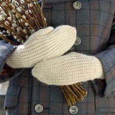 Ohje: Neulotut Pajunkissa-lapaset Knit Mittens, Knitting Socks, Knit Socks, Knitting Ideas, Fingerless Gloves, Arm Warmers, Knit Crochet, Projects To Try, Embroidery