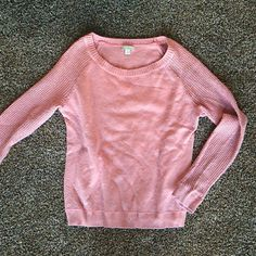 GAP pink sweater sz small Warm snuggly sweater. Great for layering. Pilling, see pics for details. GAP Sweaters Crew & Scoop Necks