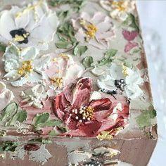 Sunday's pallete of buttercream flowers #signaturelook