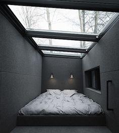 Jediným obytným prostorem v horní části domu je ložnice sproskleným stropem.