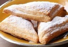 Vendégváráskor számolni kell az édesszájúakkal is: készíts szuper gyors, leveles finomságot a különböző mártogatósok és sós falatkák mellé. Meglátod, hálás lesz a vendégsereg! Hungarian Cake, Apple Pie, Tapas, French Toast, Deserts, Sweets, Bread, Snacks, Cookies