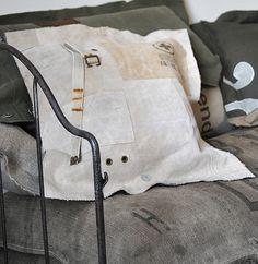 """Coussin """"Brancard"""", €45,00"""
