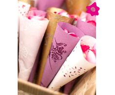 Pétalos de rosa para lanzar a los novios (Vía @Bodaclick España)