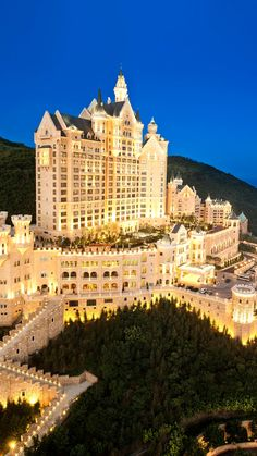 Reserve your stay at The Castle Hotel, a Luxury Collection Hotel, Dalian. Enjoy sophisticated European design and ocean-view rooms here in Dalian, China. Beautiful Castles, Beautiful Buildings, Beautiful Places, Mega Mansions, Mansions Homes, Most Luxurious Hotels, Luxury Hotels, Luxury Collection Hotels, Dream Mansion