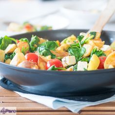 Spinach stir fry with feta and potatoes - English recipe - Spinach stir fry with feta and potatoes. A quick and beautiful dish which is tasty to. And what's superb: it only takes 20 minutes to serve and besides the herbs it takes only 4 other ingredients. That does sound good!