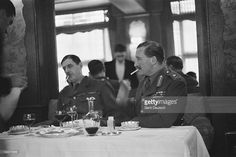Exiled Free-French leader General Charles de Gaulle (1890 - 1970, left) dining with British liaison officer Major-General Sir Edward Spears (1886 - 1974), London, September 1940. The pair left France together in Spears' aircraft on 17th June 1940. Original publication: Picture Post - 375 - General de Gaulle - unpub.