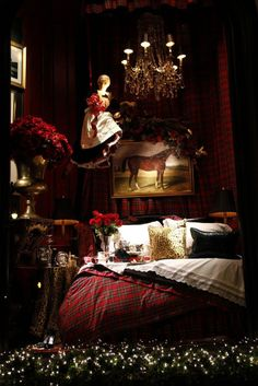 Decorating With Tartan Plaid.Especially At Christmas - Ralph Lauren Holiday Window:: Eye For Design: Decorating With Tartan Plaid……Especially At Chri - Tartan Christmas, Cozy Christmas, English Christmas, Winter Holiday, Christmas Holiday, Christmas Decor, Ralph Lauren, Decoration Vitrine, Equestrian Decor
