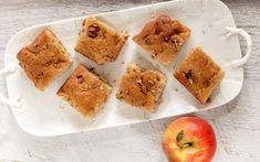 Αν μας αρέσουν τα καρύδια, προσθέτουμε 1 κούπα ψιλοσπασμένα. Του ταιριάζουν πολύ. Cantaloupe, Muffin, Fruit, Breakfast, Sweet, Food, Morning Coffee, Candy, The Fruit