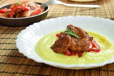 Passo a passo de como fazer Seitan! Sabor incrível dessa carne vegana com um purê de batata prático e delicioso. Confira a receita completa!