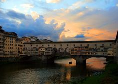 Sunset at the Ponte Vecchio, Florence Copyright @ TheDaydreamingTourist www.thedaydreamingtourist.com