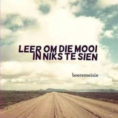 Ek sien die mooiste witste wolke en n stofpad waar die beste memories gemaak word en die mooiste berg dit is wat n boeremeisie sien wel dit is wat ek sien Cute Quotes, Words Quotes, Qoutes, Sea Quotes, Afrikaanse Quotes, Truth Of Life, Quotes And Notes, My Land, True Words