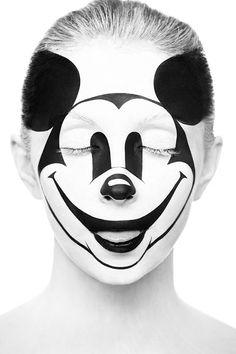 sélection de 8 magnifiques portraits jouant avec des effets de maquillage monochrome, réalisés par le photographe russe Alexander Khokhlov