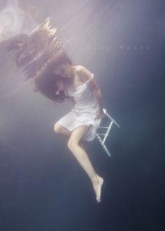 fotografia/Ilse Moore Art and Photography Underwater Photoshoot, Underwater Model, Underwater Pictures, Underwater Art, Underwater Photography, Breathing Underwater, Street Photography, Landscape Photography, Portrait Photography