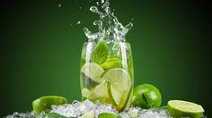 Benefits of lemon water. Uses of lemon water. Advantages of lemon water. Properties of lemon water. Qualities of lemon water. Lemon water for good health. Mint Detox Water, Cucumber Detox Water, Warm Lemon Water, Drinking Lemon Water, Refreshing Drinks, Fun Drinks, Healthy Drinks, Beverages, Healthy Food
