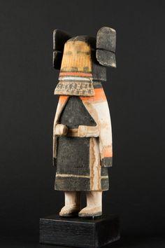 Aha-Mana Katsina (Jeune Fille) Bois sculpté (cottonwood) et pigments naturels Circa 1930