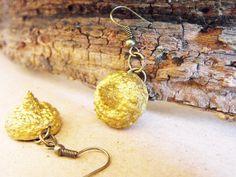 Acorn earrings, acorn jewellery, autumn jewelry, gold earrings, dangle earrings, sparkling jewelry, stardust earrings, shiny earrings FD de FamDdaear en Etsy