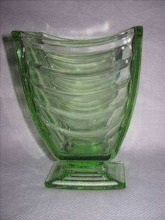 Sowerby vase pattern 2617
