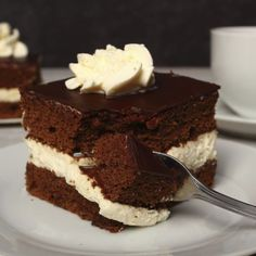 Pan di Spagna al cioccolato e crema alla vaniglia
