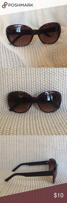 Sunglasses Sunglasses with a subtle cat eye shape. Very minor scratches on right lens, not noticeable at all. Accessories Sunglasses