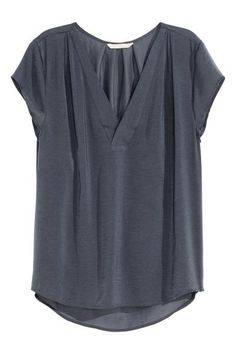 H&M V-neck Satin Blouse - Dark gray - Ladies - ShopStyle Shortsleeve Tops Casual Outfits, Cute Outfits, Moda Plus, Stitch Fix Outfits, Dress Me Up, Casual Chic, Style Me, How To Wear, Clothes