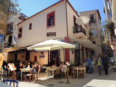Enetiko Rooms || Just 50 metres from the Venetian Port, in the Old Town of Chania, Enetiko Rooms features a Cretan restaurant and a café. It offers air-conditioned rooms with free Wi-Fi.