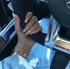 Nov 2019 - Kylie Jenner is a nail idol. If you want to learn Kylie Jenner's nails, nail shapes, nail designs and nail colors, this guide is definitely for you. Uñas Kylie Jenner, Ongles Kylie Jenner, Kylie Jenner Nails, Coffin Nails Designs Kylie Jenner, Star Nails, Neon Nails, Gold Nails, Stiletto Nails, Rainbow Nails