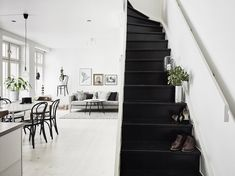 Striking monochrome in a Gothenburg home. Entrance