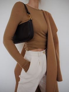 How to style a black shoulder bag with a chic day time outfit. The perfect outfit to wear with a black shoulder bag. Street Style Outfits, Casual Outfits, Cute Outfits, Summer Outfits, Winter Outfits, Modest Fashion, Fashion Clothes, Fashion Outfits, Fashion Trends