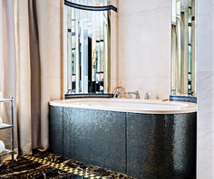 The bathroom mosaic of the Suite Saphir is dotted with bright notes that revive the heyday of the #ArtDeco style.  #PrincedeGalles #Paris