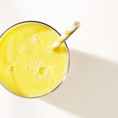 Snack Tropical Smoothie cup coconut water cup frozen mango cup freshly squeezed orange juice (from 2 oranges) cup kefir Blend and serve. Sugar Free Desserts, Healthy Dessert Recipes, Smoothie Recipes, Healthy Snacks, Recipies Healthy, Healthy Eating, Healthy Drinks, Yummy Recipes, Clean Eating