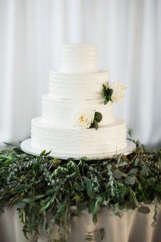 Tiered white cake: http://www.stylemepretty.com/2015/03/19/rustic-and-elegant-tampa-yacht-club-wedding/ | Photography: Justin DeMutiis - http://justindemutiisphotography.com/