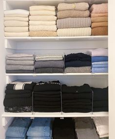 Wardrobe Organisation, Organisation Hacks, Diy Organization, Organizing Wardrobe, Dresser Drawer Organization, Clothing Organization, Wardrobe Storage, Organization Ideas, Closet Bedroom