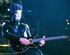 Limp Bizkit Guitarist Wes Borland Attacks Dream Theater Via Twitter