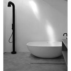 Douche extérieure design noire avec mitigeur Soho JEE-O